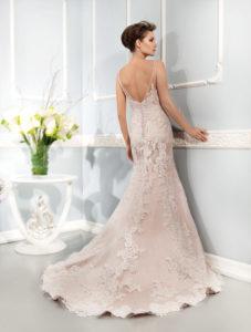 Suknia ślubna w odcieniach różu