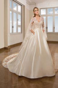 Suknia ślubna z kolekcji Cosmobella 7895