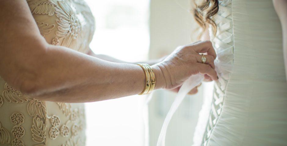 jak wiązać gorset w sukni ślubnej? blog salonu ślubnego Eleni Dress